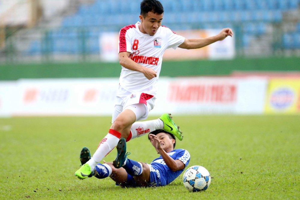 Thang de U21 Hue, quan bau Duc vao ban ket U21 Quoc gia hinh anh 3
