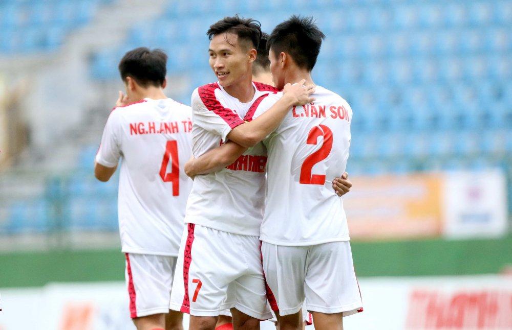 Thang de U21 Hue, quan bau Duc vao ban ket U21 Quoc gia hinh anh 1