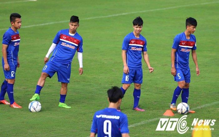 U23 Viet Nam tap trung: Quan bau Duc ap dao la duong nhien hinh anh 1