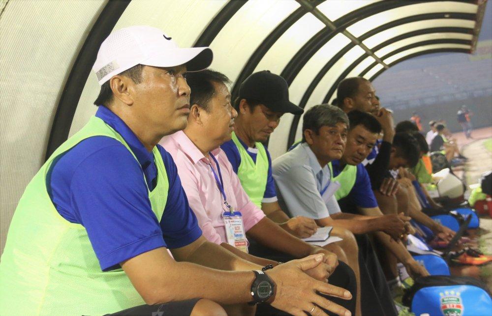 HLV Tran Minh Chien thay Hoang Anh Tuan dan dat U19 Viet Nam hinh anh 1