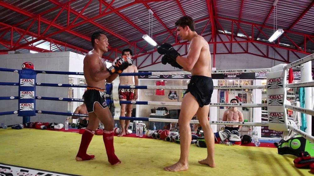 Huyen thoai Muay Thai Saenchai xu dep nhung ke thach dau hinh anh 1
