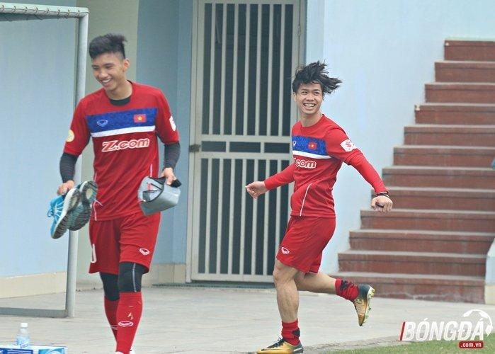 Cong Phuong sung suong khi danh bai HLV Park Hang Seo tren san tap hinh anh 6