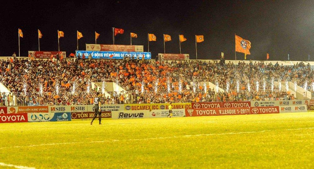 Bong da Viet Nam lai thua Thai Lan: Toyota bo V-League, rot tai tro gap 5 lan cho Thai League hinh anh 1