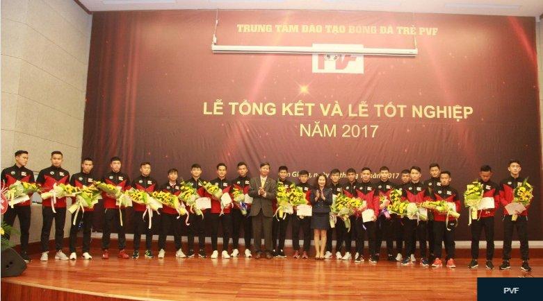 Quan nha ty phu Pham Nhat Vuong o at len V-League hinh anh 1