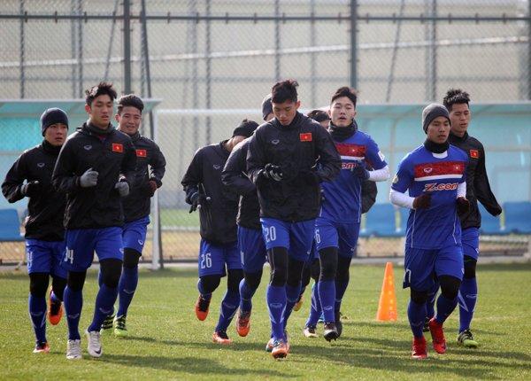 Anh: Buoi tap 'sung suong' nhat cua U23 Viet Nam ke tu khi sang Trung Quoc hinh anh 1