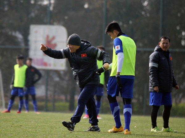 Anh: Buoi tap 'sung suong' nhat cua U23 Viet Nam ke tu khi sang Trung Quoc hinh anh 2
