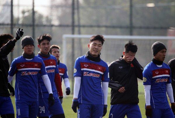 Anh: Buoi tap 'sung suong' nhat cua U23 Viet Nam ke tu khi sang Trung Quoc hinh anh 3