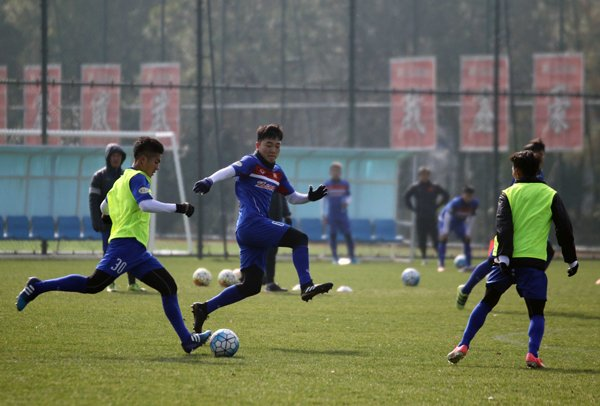 Anh: Buoi tap 'sung suong' nhat cua U23 Viet Nam ke tu khi sang Trung Quoc hinh anh 4