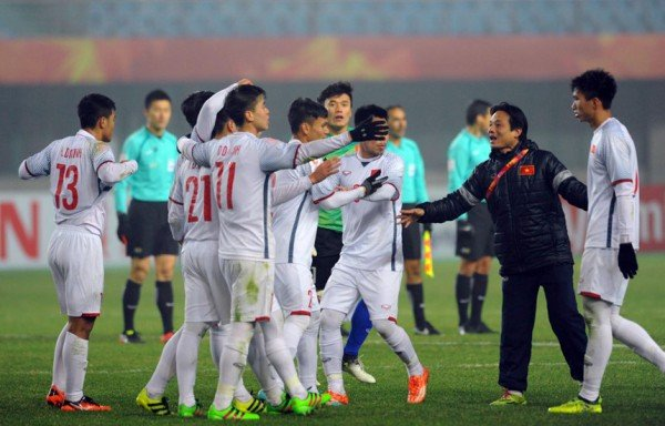 Cong Vinh: 'U23 la moc son nhung bong da Viet Nam con khoang cach xa tam chau A' hinh anh 3
