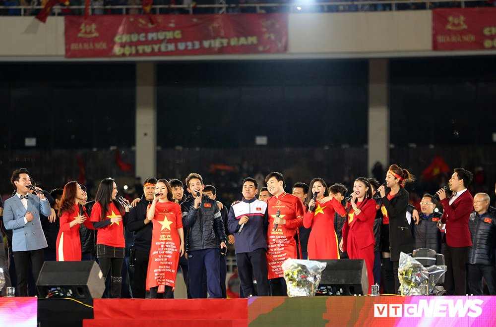 Truc tiep: San Thong Nhat 'vo tung' chao don nguoi hung U23 Viet Nam hinh anh 35