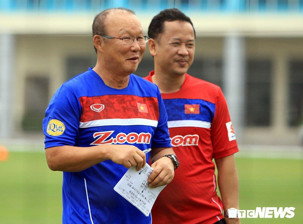 Tro ly Le Huy Khoa: U23 Viet Nam thua phut chot, HLV Park Hang Seo buon rat nhieu hinh anh 2
