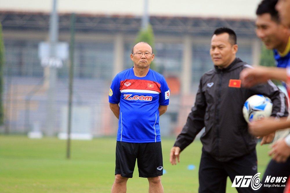 Tam biet Park Hang Seo, 'pho tuong' cua Cong Vinh tro ve lam canh tay phai HLV Miura hinh anh 4