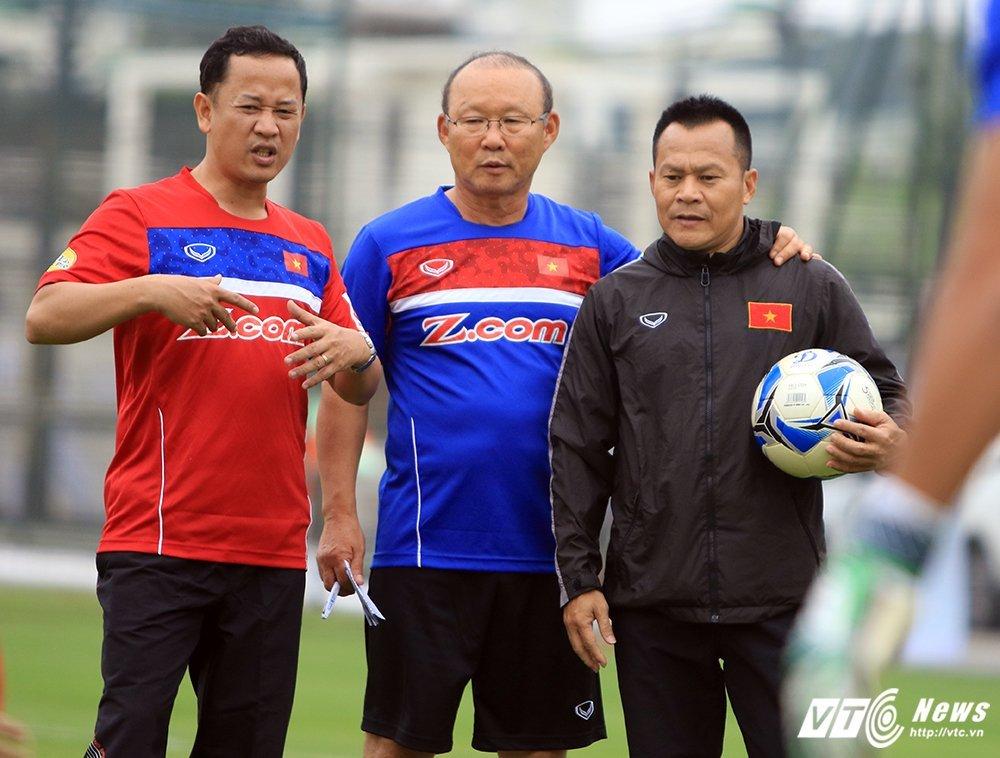 Tam biet Park Hang Seo, 'pho tuong' cua Cong Vinh tro ve lam canh tay phai HLV Miura hinh anh 3
