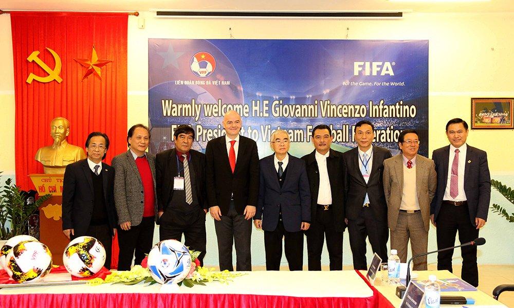 Vua den Viet Nam, Chu tich FIFA tro tai tang bong truoc lanh dao VFF hinh anh 6