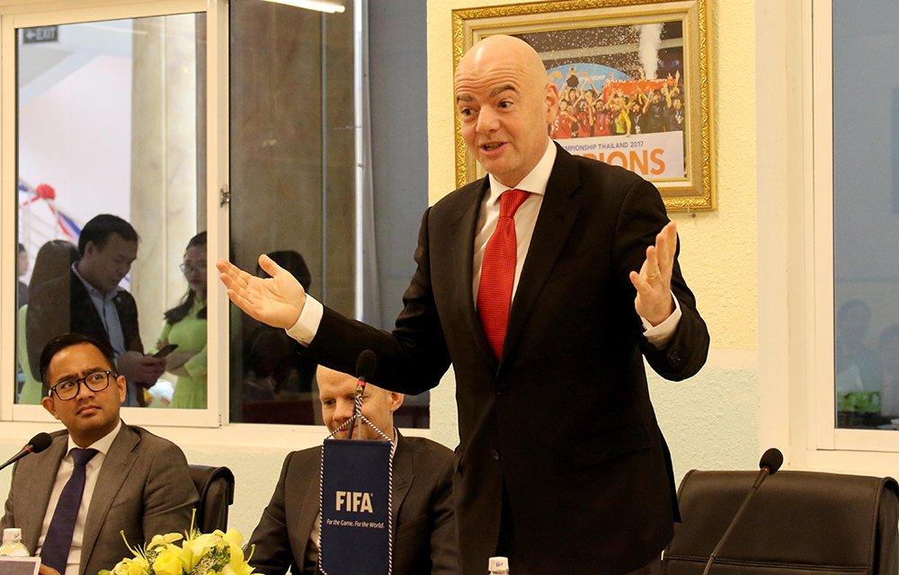 Vua den Viet Nam, Chu tich FIFA tro tai tang bong truoc lanh dao VFF hinh anh 9