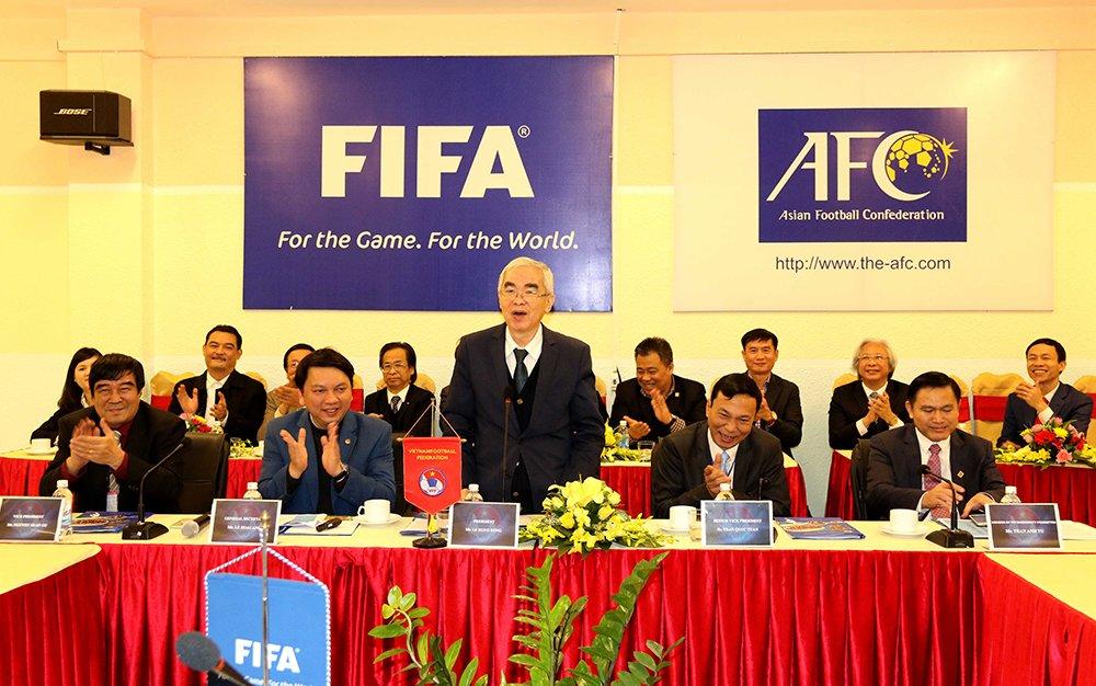 Vua den Viet Nam, Chu tich FIFA tro tai tang bong truoc lanh dao VFF hinh anh 10
