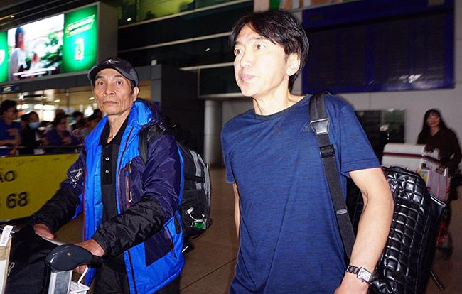 HLV Miura chia tay doi bong Cong Vinh ve Nhat Ban nghi Tet hinh anh 1
