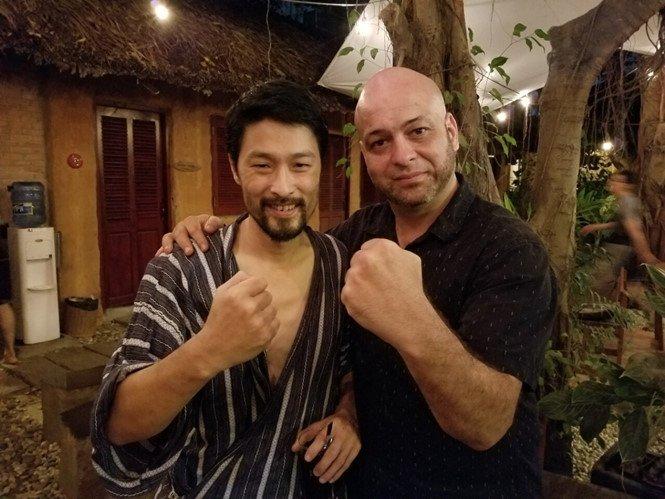 Flores: Chang buon khi khong duoc giao dau voi Tuan 'hac', Johnny Tri Nguyen hinh anh 2