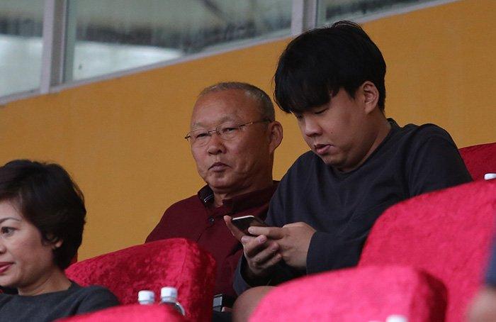 HLV Park Hang Seo chon xem Quang Hai, Duy Manh da vong 1 V-League hinh anh 1