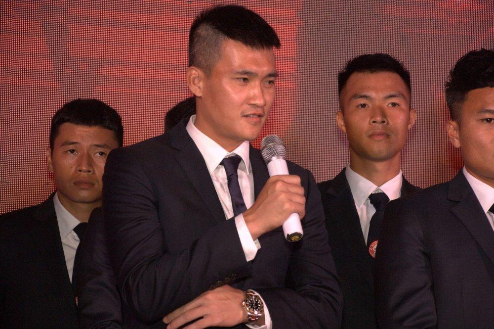 Quyen Chu tich Le Cong Vinh quyet dua TP.HCM lot top 3 V-League hinh anh 4