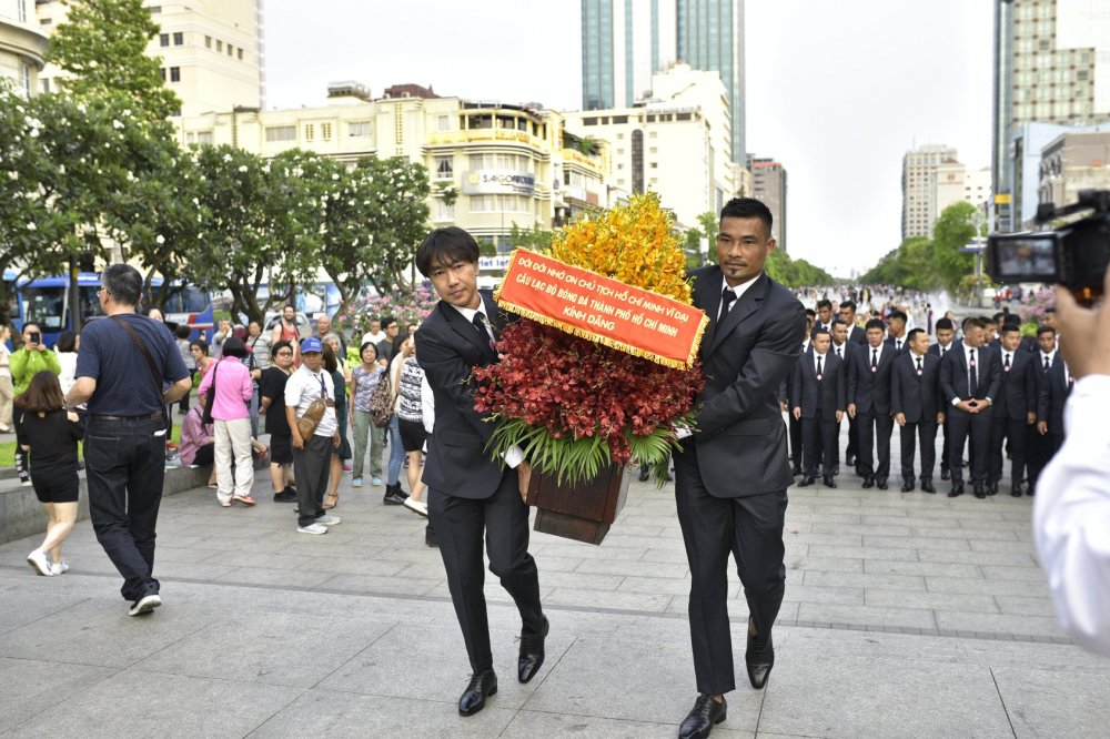 Quyen Chu tich Le Cong Vinh quyet dua TP.HCM lot top 3 V-League hinh anh 1