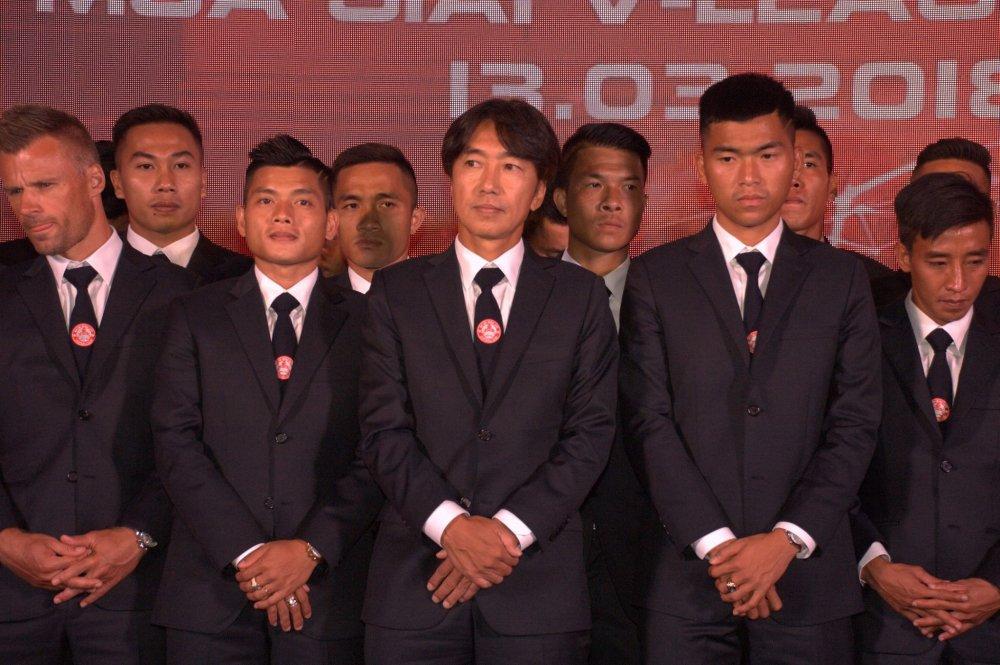 Quyen Chu tich Le Cong Vinh quyet dua TP.HCM lot top 3 V-League hinh anh 6