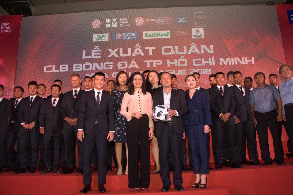 Quyen Chu tich Le Cong Vinh quyet dua TP.HCM lot top 3 V-League hinh anh 7
