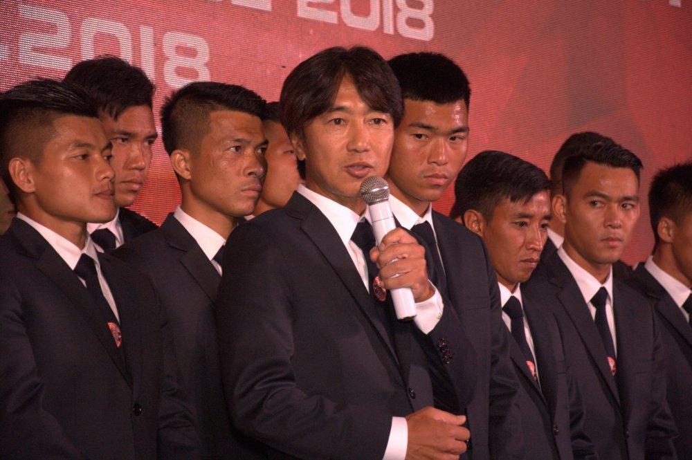 Quyen Chu tich Le Cong Vinh quyet dua TP.HCM lot top 3 V-League hinh anh 5