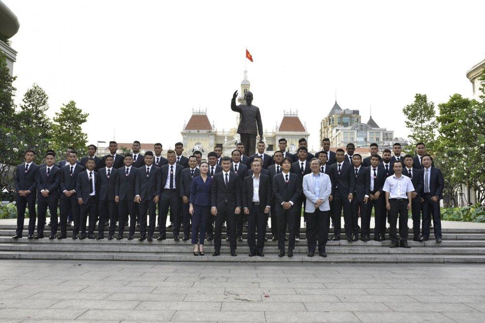 Quyen Chu tich Le Cong Vinh quyet dua TP.HCM lot top 3 V-League hinh anh 3