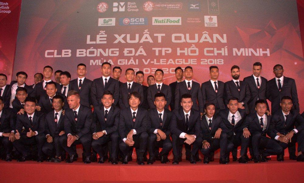 Quyen Chu tich Le Cong Vinh quyet dua TP.HCM lot top 3 V-League hinh anh 10