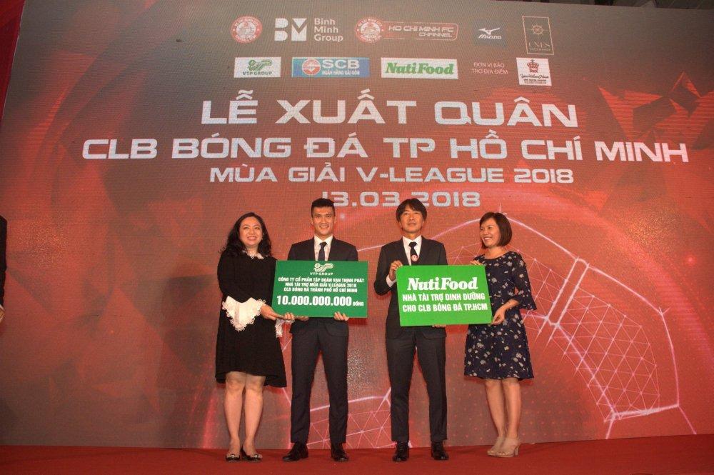 Quyen Chu tich Le Cong Vinh quyet dua TP.HCM lot top 3 V-League hinh anh 8