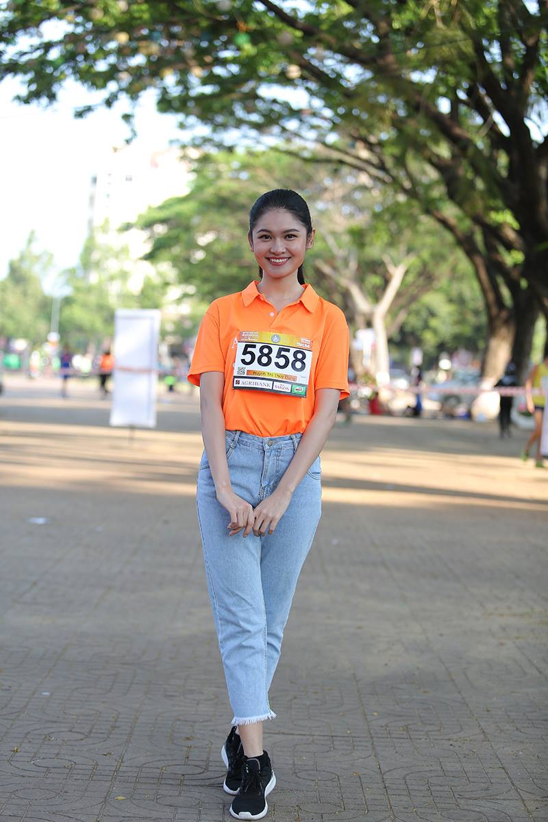 Nhung bong hong rang ro tren duong chay Viet da Tien Phong 2018 hinh anh 5