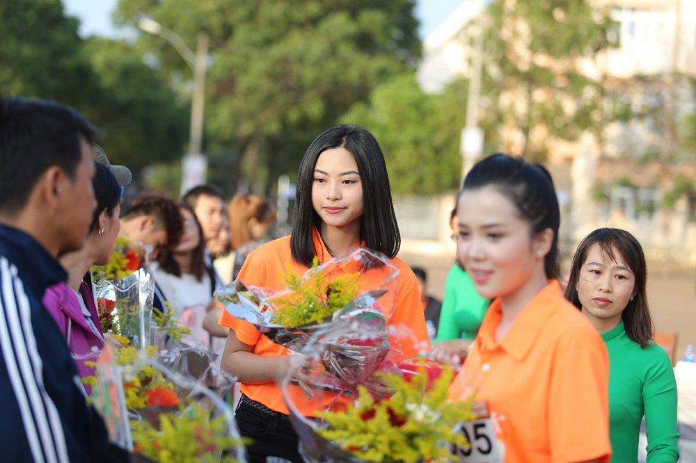 Nhung bong hong rang ro tren duong chay Viet da Tien Phong 2018 hinh anh 6