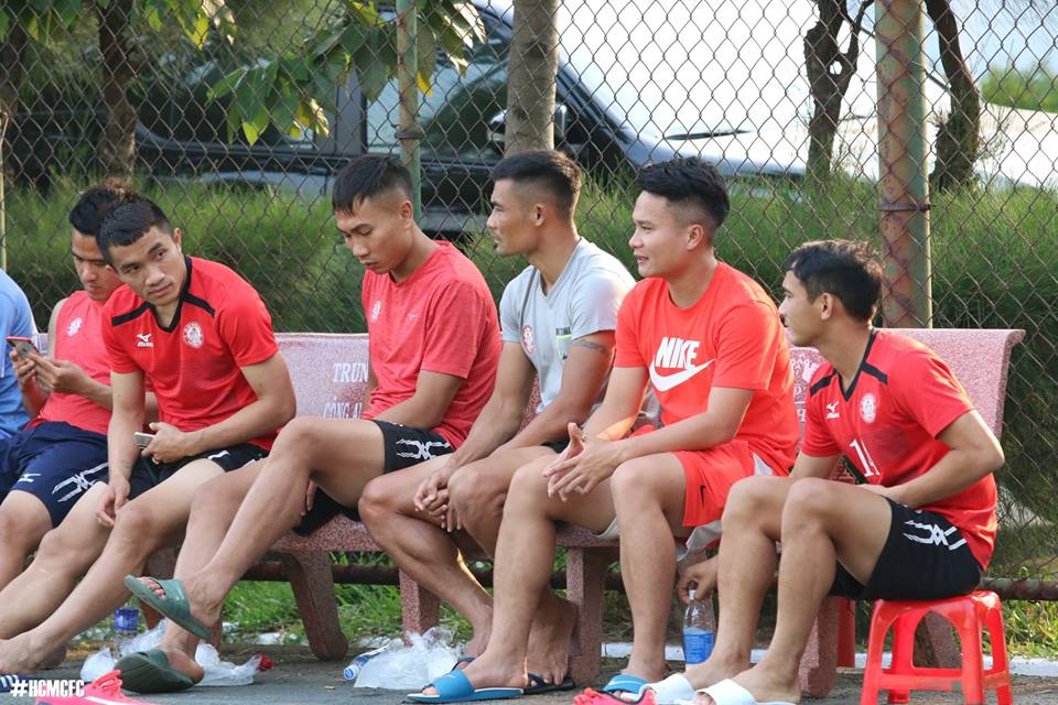 HLV Miura cho 'Ronaldo xu Nghe' ngoi ngoai xem dong doi thi dau truoc tran gap SLNA hinh anh 3