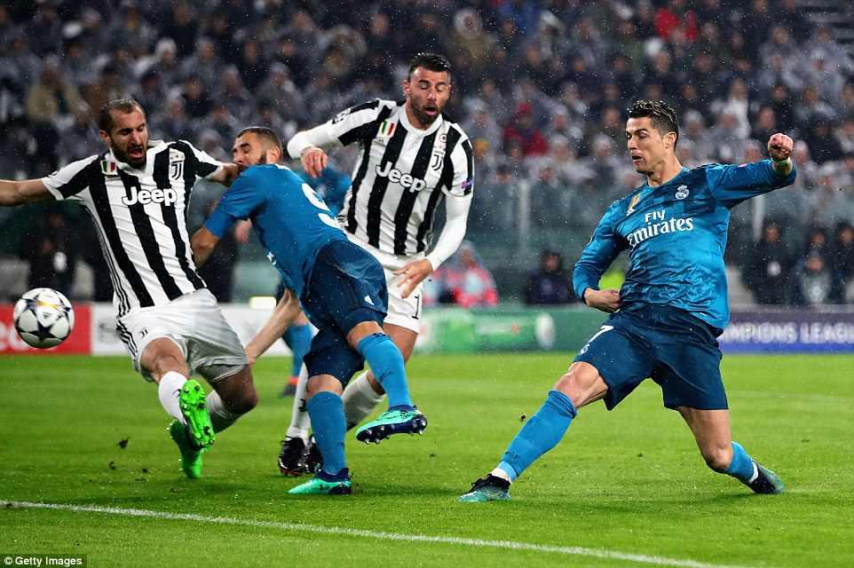 Buc anh khien ca the gioi bong da bai phuc Ronaldo hinh anh 4