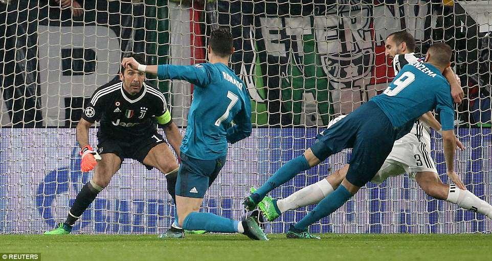 Buc anh khien ca the gioi bong da bai phuc Ronaldo hinh anh 5