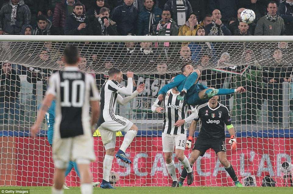 Buc anh khien ca the gioi bong da bai phuc Ronaldo hinh anh 2