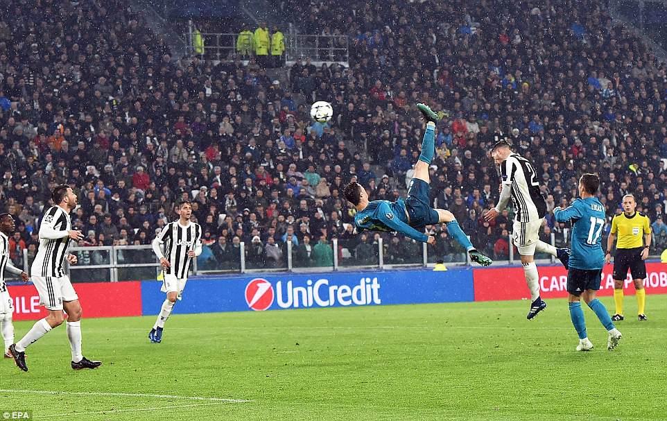 Buc anh khien ca the gioi bong da bai phuc Ronaldo hinh anh 3