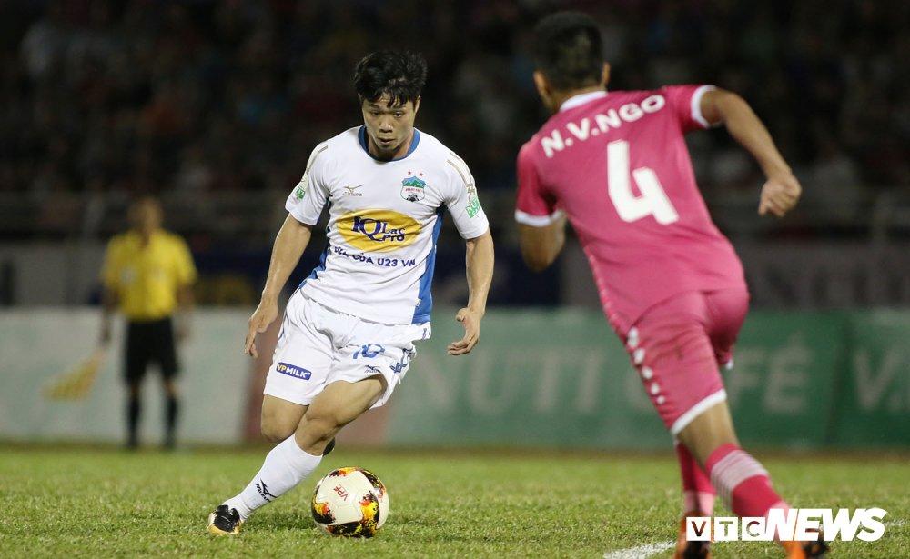 HLV HAGL thua nhan hoc tro dao dong truoc tin bau Duc cho nghi V-League hinh anh 2