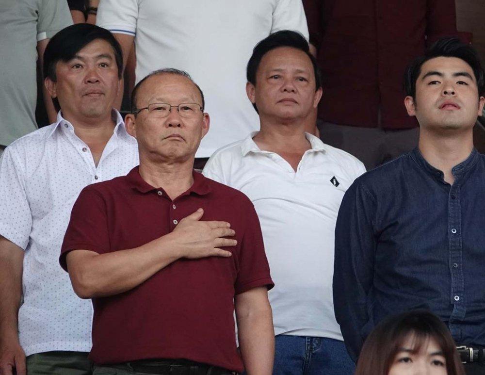 HLV Park Hang Seo: Nguoi Viet Nam da san sang cho World Cup chua? hinh anh 1