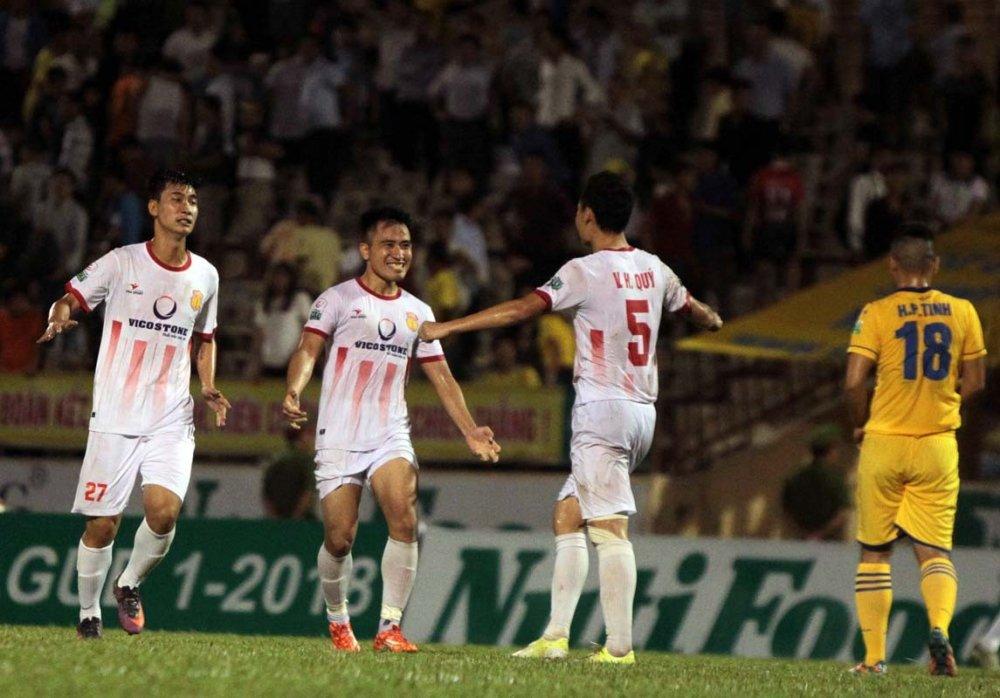 Sieu pham dang cap the gioi cua cau thu Nam Dinh dep nhat vong 7 V-League hinh anh 1