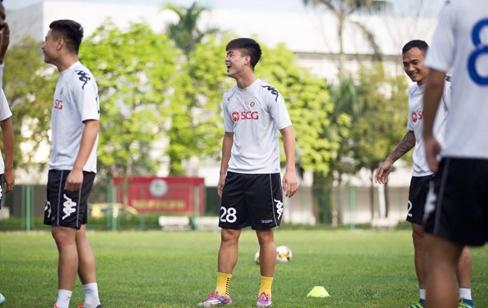 Anh: Quang Hai, Duy Manh tuoi roi chuan bi dai chien HAGL hinh anh 3