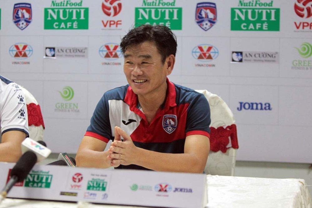 HLV Than Quang Ninh: 'Ha Noi FC se vo dich V-League voi diem so hien tai' hinh anh 1