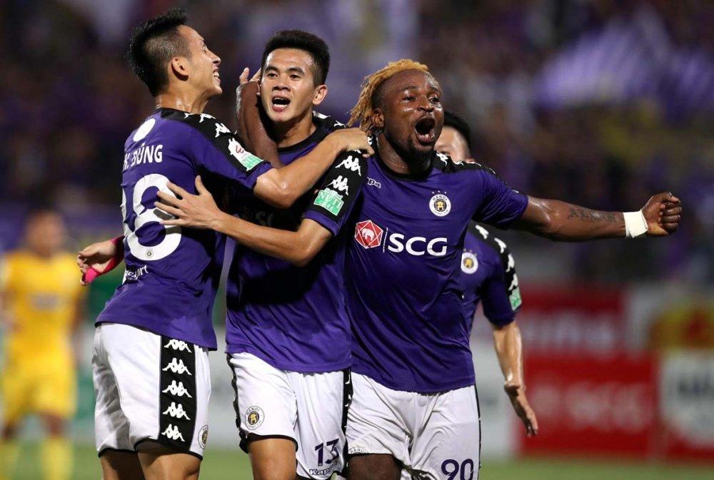 HLV Ha Noi FC: 'Khan gia den xem dong giup cau thu choi thang hoa hon' hinh anh 2