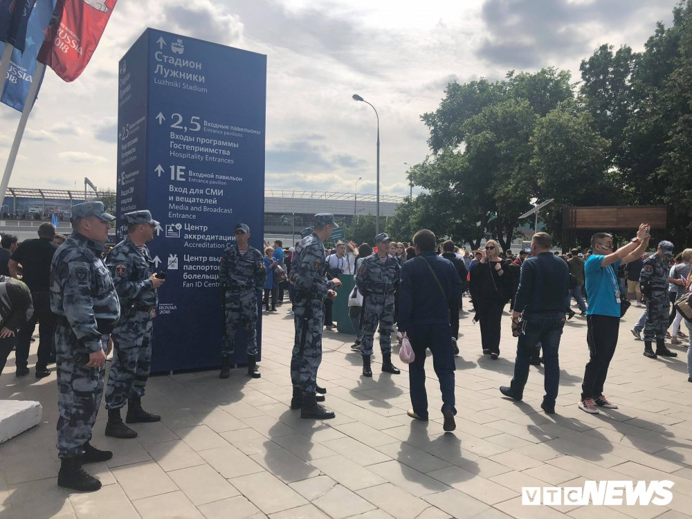 Video: An ninh Nga siet chat truoc gio khai mac World Cup hinh anh 7