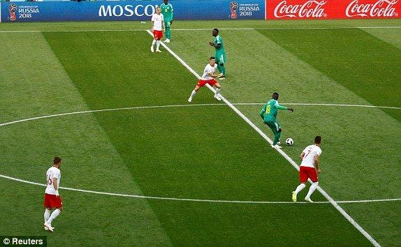 Video ket qua Ba Lan vs Senegal: Cu soc doi voi doi tuyen Ba Lan hinh anh 8