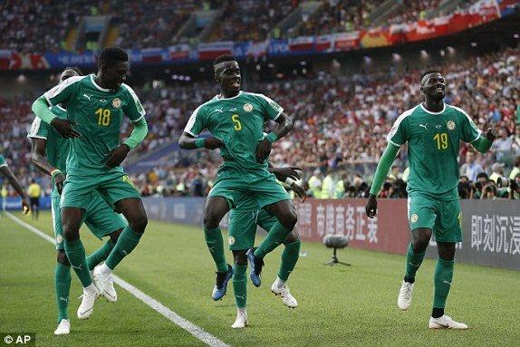 Video ket qua Ba Lan vs Senegal: Cu soc doi voi doi tuyen Ba Lan hinh anh 3