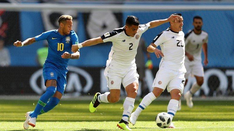 Neymar lai di tat rach, khoc nuc no khi Brazil thang tran hinh anh 4