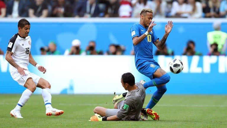 Neymar lai di tat rach, khoc nuc no khi Brazil thang tran hinh anh 9