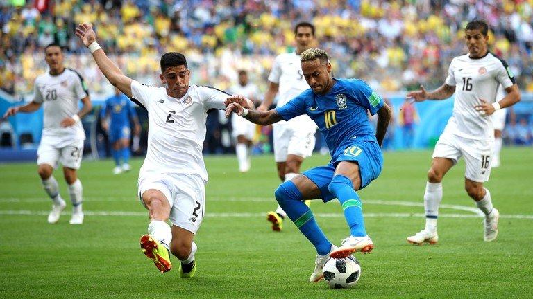 Neymar lai di tat rach, khoc nuc no khi Brazil thang tran hinh anh 3